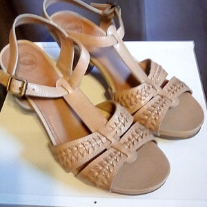 Nuture Size 9 natural color leather heeled sandals
